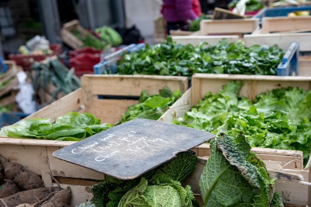 Samedi 9 janvier 2016, légumes de la Ferme de Marconville vendus au marché bio du 104, Paris 19ème.
