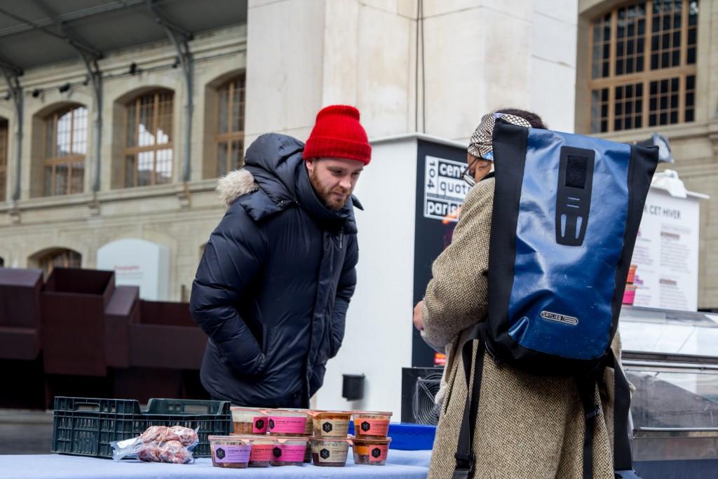 16 janvier 2016, Benoît, vendeur de la Ferme de Mésenguy, au marché bio du 104, Paris 19ème.