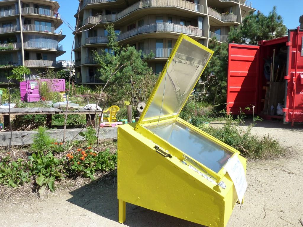Cuisiner au four solaire dans un jardin partag parisien - Cuisiner du chevreuil au four ...